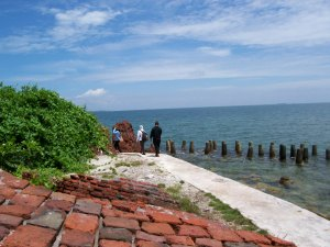 Pantai Timur Pulau Kelor